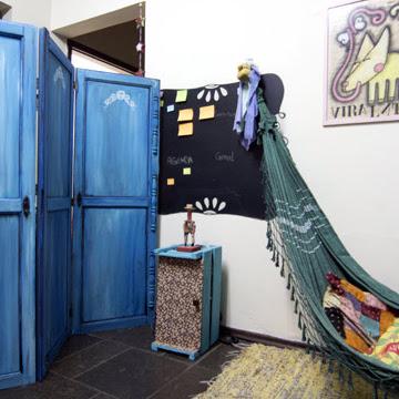 Reaproveite as portas do armário antigo para fazer um lindo biombo