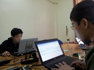 Mozilla Localization community members working on translating firefox strings into vietnamese