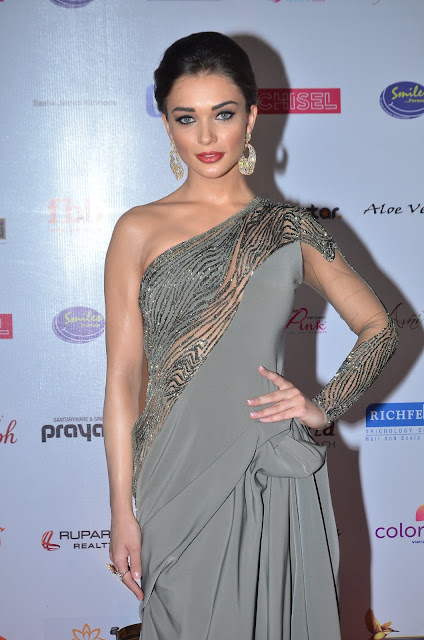 Amy Jackson and Yami Gautam Look Smoking Hot At The Femina Miss India 2016 Red Carpet