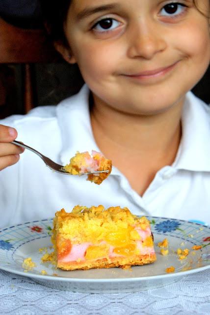 ciasto kruche z owocami i pianką, ciasto z owocami i budyniem,łatwe kruche ciasto, szybkie ciasto kruche z owocami i budyniem,ciasto z owocami lata,