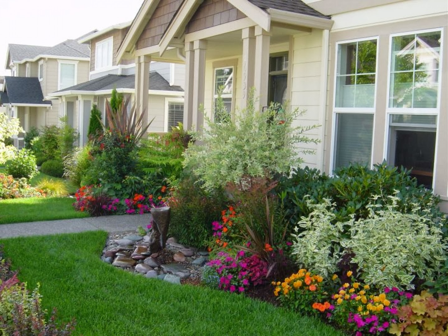 Gardening and Landscaping: Front Yard Landscaping on Front Yard Patio Design Ideas id=78371