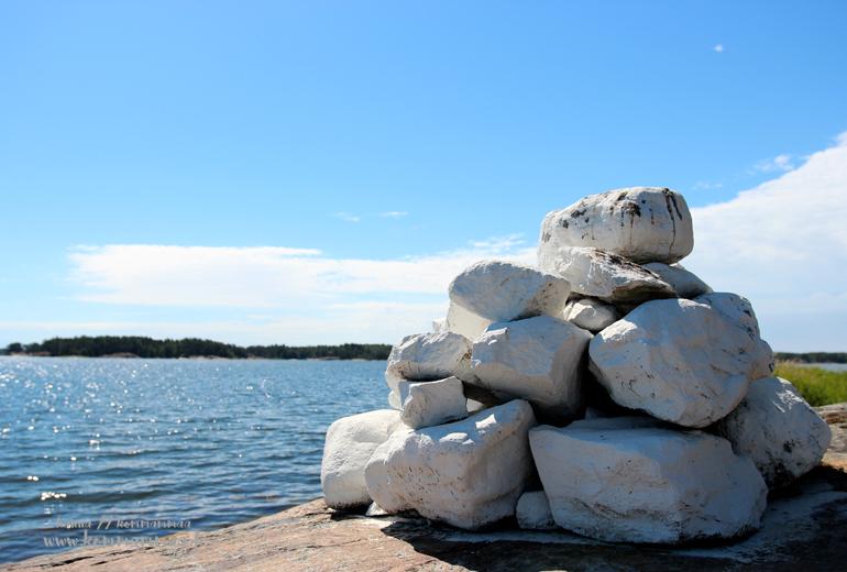 merimerkki kalliolla