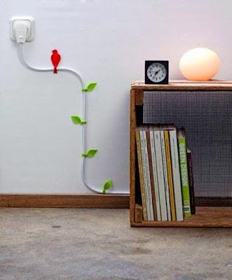 Kabel di tembok makin indah dengan tambahan stiker