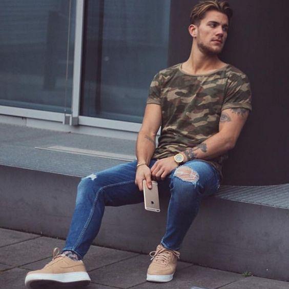 Look Masculino com Peça Camiseta Camuflada