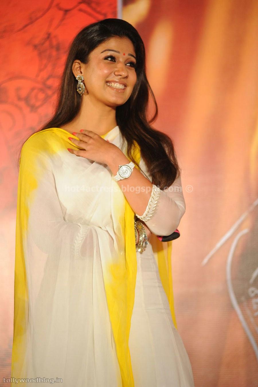 Nayantara cute smile picturs