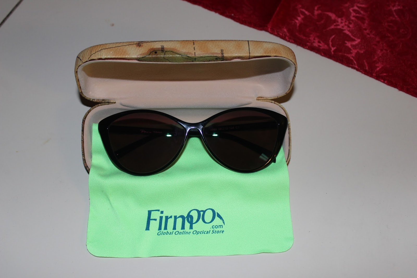 cf1feef93d Although I do wear prescription glasses