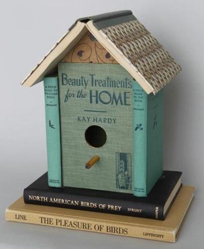 23. Sarang burung terbuat dari buku bekas.