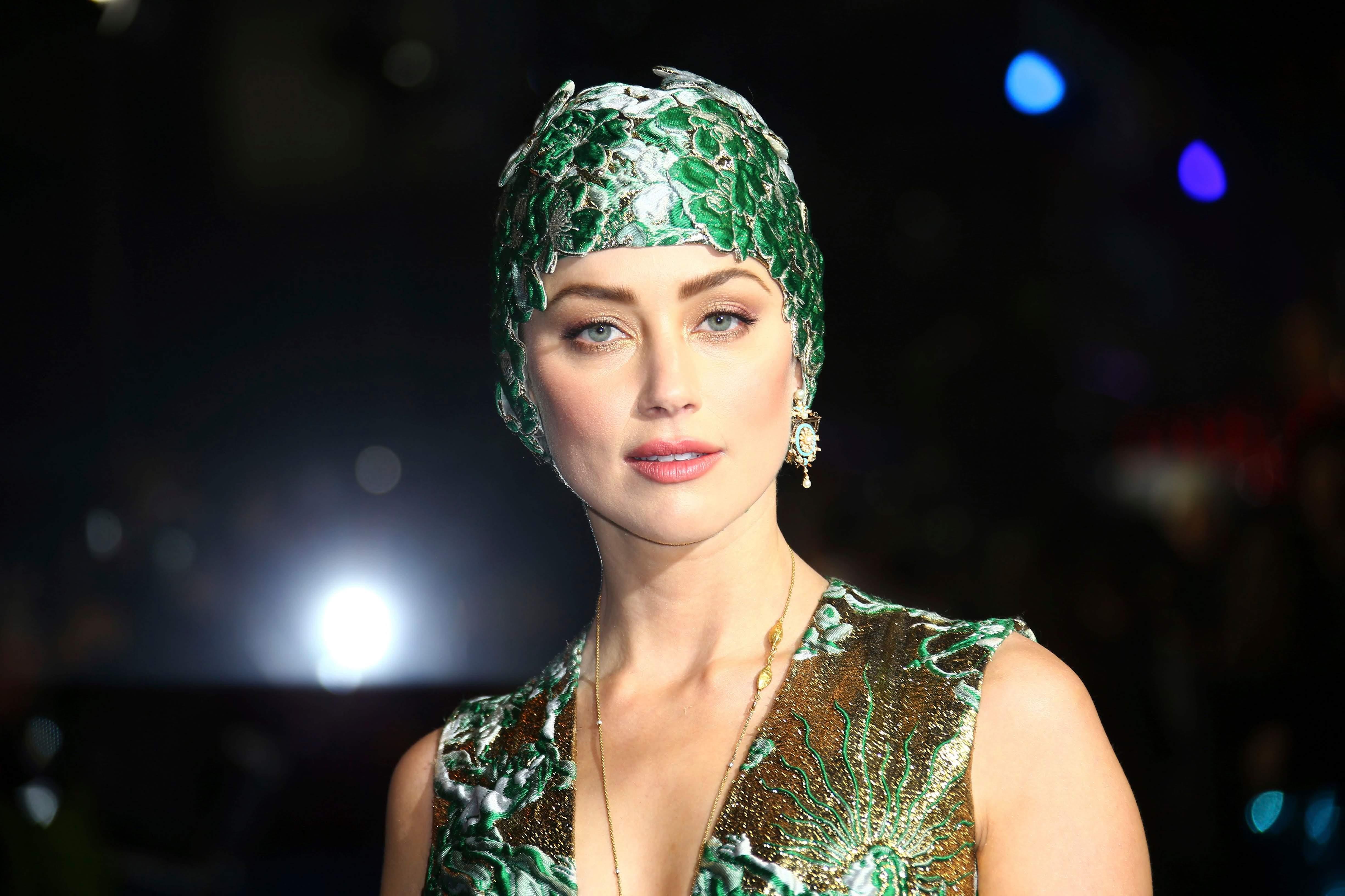 Amber Heard at the World premiere of Aquaman : コミックヒーロー映画として存分に面白い出来栄えが、ついに明らかになった「アクアマン」のワールド・プレミアのアンバー・ハード ! !