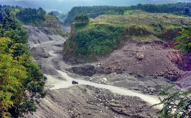 Xvlor.com Merapi Lava Tour is 4x4 adventure on Mount Merapi to track eruptions
