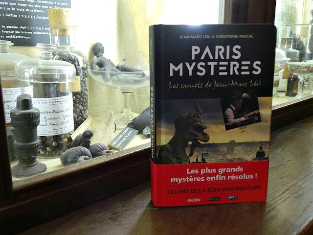 Livre Paris Mystères Jean-Marc Léri Christophe Pascal Editions Bayard secrets de Paris histoire
