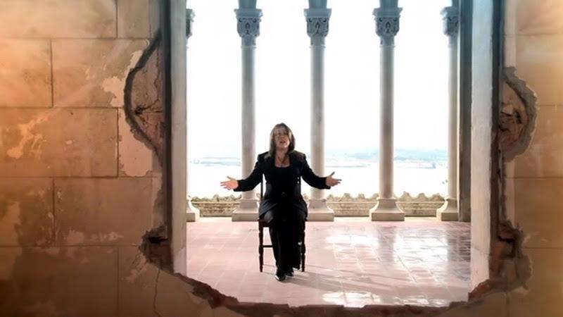 Liuba María Hevia - ¨Con los hilos de la luna¨ - Videoclip - Dirección: Pepe Hevia. Portal Del Vídeo Clip Cubano - 04