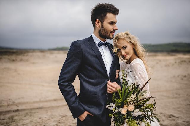 Piórka w bukiecie ślubnym