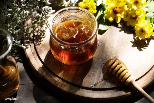 Selain Madu Ini 4 Superfood yang Dihasilkan Lebah Berkhasiat