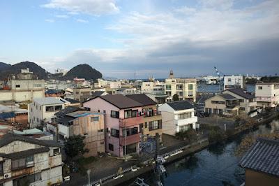 やいづマリンパレスから焼津港方面を見る