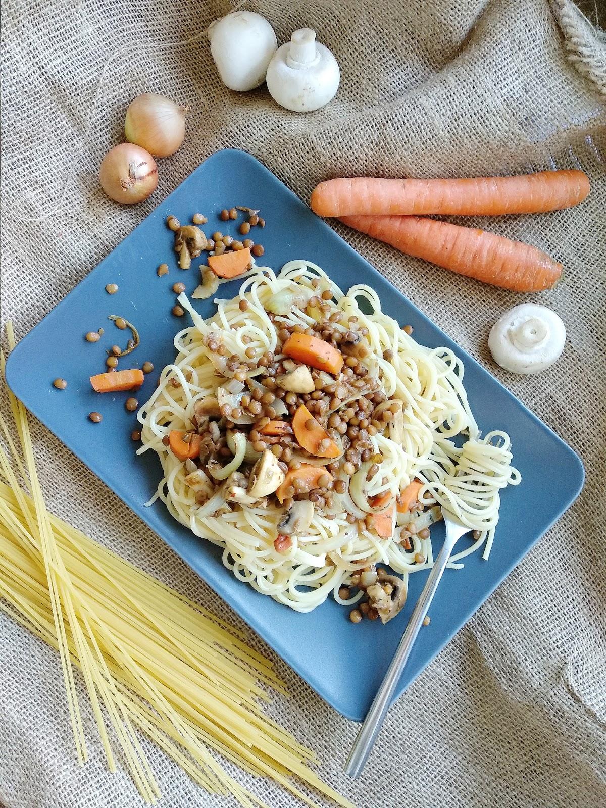 Schnell und lecker: Spaghetti mit Linsen, Möhren und Champignons