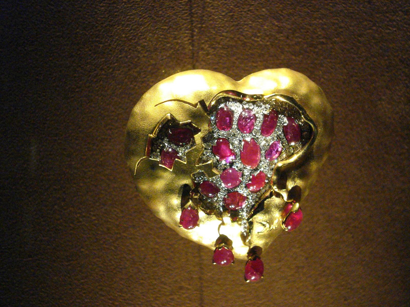 Corazón de la granada Joya diseñada por Dalí