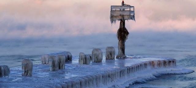 Στους -50 η θερμοκρασία στο Σικάγο! Ενας άνθρωπος μπορεί να γίνει πάγος μέσα σε 10' (photos)