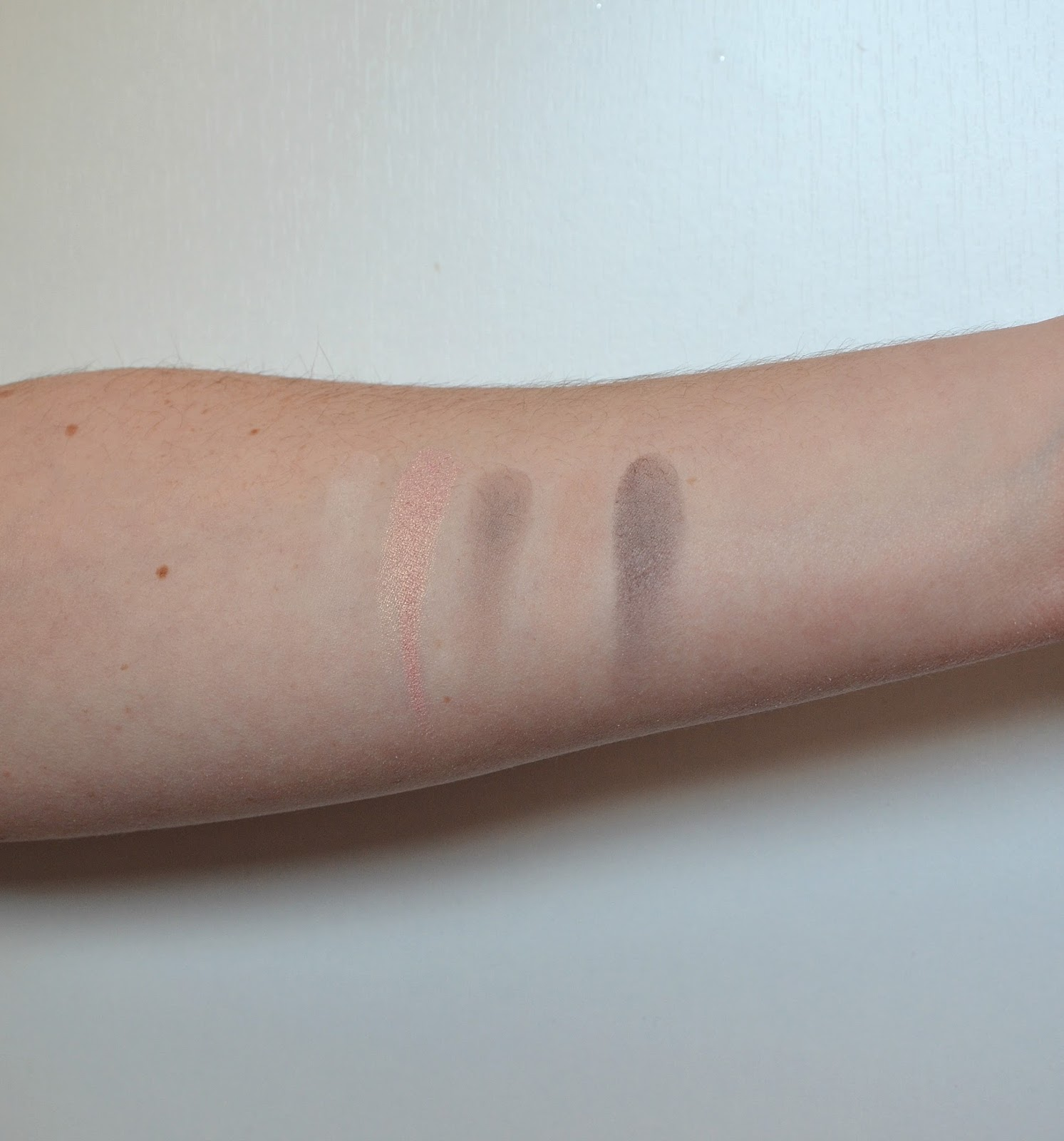 en taupe palette zoeva first line swatch