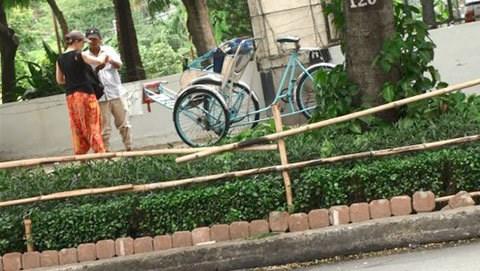 Saigon cyclo drivers rip foreign tourists