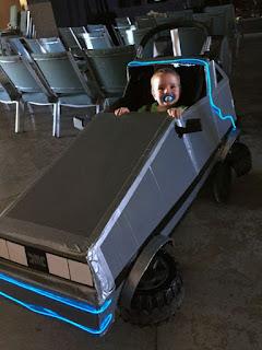 Carreola DIY y auto de volver al futuro