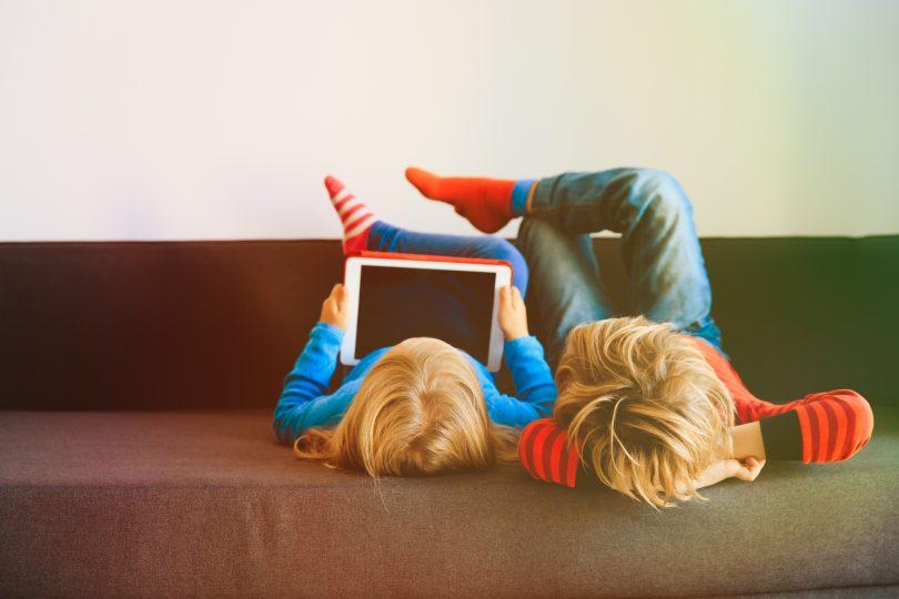 Estas son las habilidades de los niños dañadas por demasiado tiempo de tablet o móvil