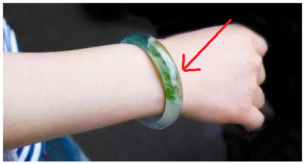 Why you Should Wearing Bracelet in Your Right Hand
