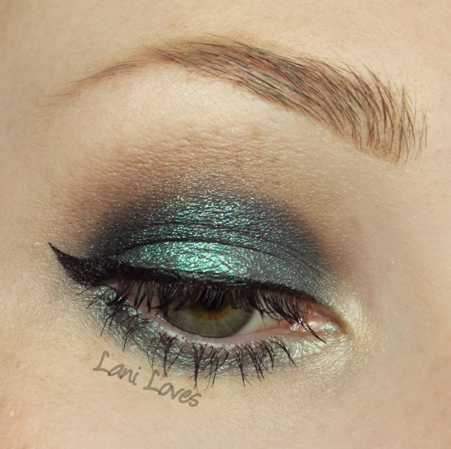 Darling Girl Daily: King Kong Eyeshadow Swatches & Review