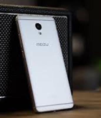 Spesifikasi Meizu M5 Note              Meizu M5 Note memiliki tapak yang sama dengan pendahulunya, meski beratnya sekitar 12g. Sementara Catatan M5 terlihat sama di bagian depan, logam belakang telah berubah sedikit dan ini menjadi lebih baik, ada bagian menonjol antara bingkai dan permukaan belakang. Twist desain mungil ini membuat cengkeraman dan penampilan stylish lebih baik.      Karena Meizu bukan mitra Layanan Google yang terdaftar, Catatan M5 internasional disertakan tanpa layanan Google telah terinstal. Sebagai gantinya, telepon memberi Anda akses ke installer yang menginstal mereka untuk Anda bebas dari gangguan. Peninjau lain telah menunjukkan bahwa aplikasi dan layanan Google yang pada dasarnya side loaded ini menghabiskan baterai lebih cepat dari biasanya, namun kami yakin bahwa perilaku ini hanya ditemukan di unit pengulas, yang dikirim menjalankan versi pra-produksi sebelumnya dari ROM. Dengan perangkat lunak terbaru, kita telah menikmati masa pakai baterai yang hebat.      Lalu Meizu M5 Note adalah ponsel dual-SIM, namun menggunakan slot hibrida sehingga Anda harus memilih kartu SIM atau kartu microSD yang kedua. Anda dapat memilih opsi penyimpanan 16, 32, atau bahkan 64GB - mendapatkan lebih banyak gigabyte berarti Anda tidak perlu menyerah pada kartu SIM kedua.  Kelebihan   Penampilan elegan berkat balutan bahan metal allumunium yang melekat pada seluruh bodinya, dan masih dipercantik dengan adanya len