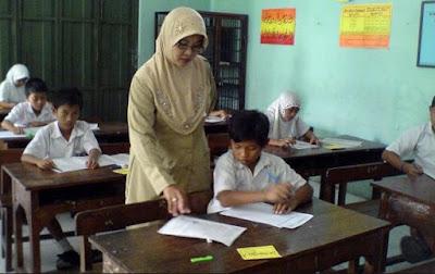 Pengertian Guru Menurut Ahli