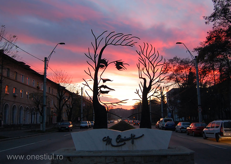 42 Of The Most Beautiful Sculptures In The World - Mihai Eminescu, Onesti, Romania