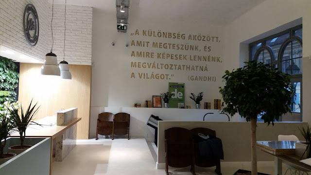 """""""Ezúttal egy olyan innovációs műhelyt álmodtunk meg, ahol startupper-ek, társadalmi vállalkozók és civil szervezetek kooperálnak, ahol környezetileg és társadalmilag hasznos projektek születnek, melyeket egyébként bankként is örömmel finanszíroznánk."""" – vallja Pozsonyi Gábor, a MagNet Bank vezérigazgató-helyettese."""