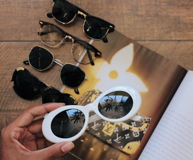SUNGLASS.LA, fashion sunglass, vintage sunglass, como usar óculos escuros, óculos de sol feminino, como usar óculos de sol, óculos de sol vintage, óculos de sol retrô, óculos de gatinho, óculos aviador, óculos kurt Cobain branca