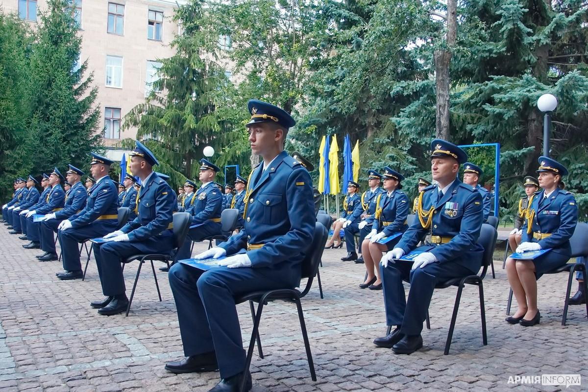 У Харкові випустили перших річних лейтенантів