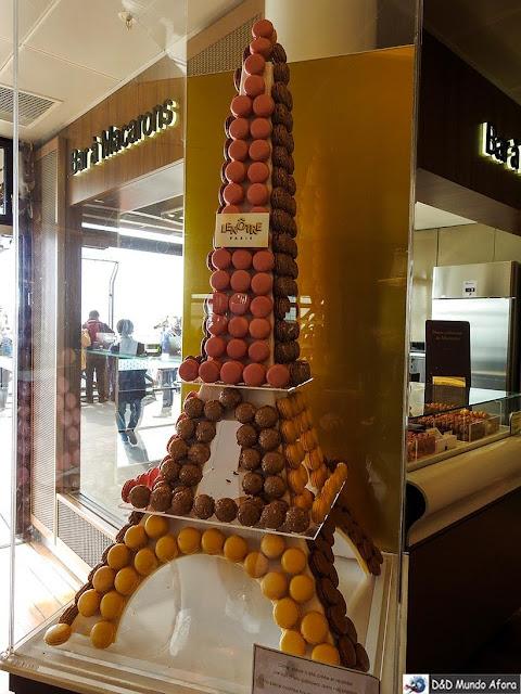 Lanchonetes e lojinhas no segundo andar - Como visitar a Torre Eiffel em Paris