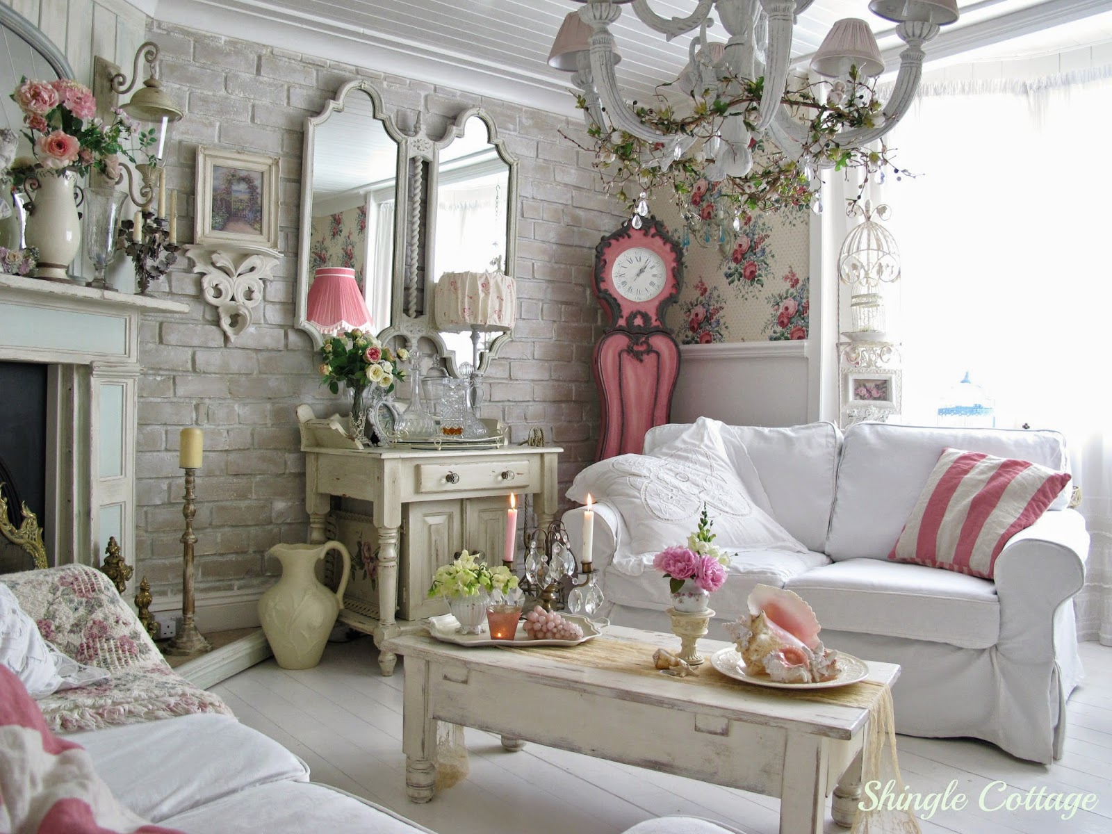 1000 images about shabby chic on pinterest pamela anderson kirstie alley and coastal homes. Black Bedroom Furniture Sets. Home Design Ideas