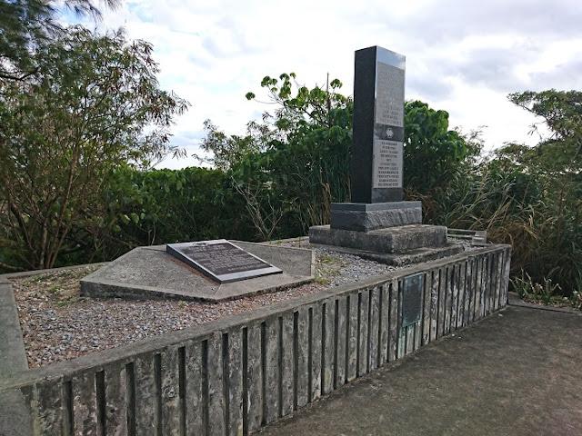 『クローディアス准将』と『エドウィン連隊長』の追悼碑の写真