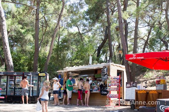 Phaselis'te Müze Kahve'de yemek ve içmek için bir şeyler alınabilir, Kemer Tekirova Antalya