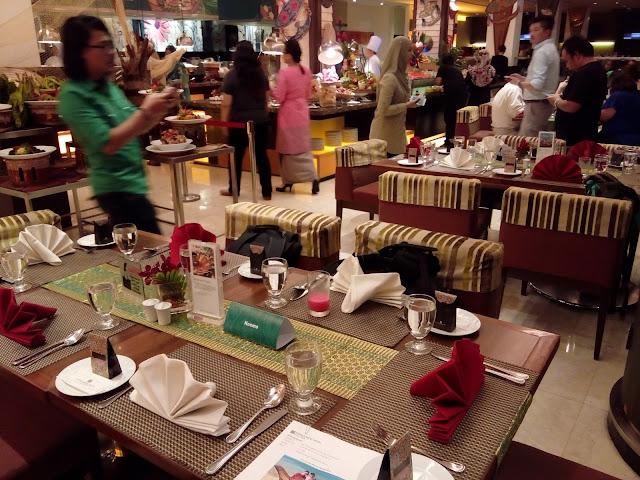 Suasana ruangan makan untuk tetamu