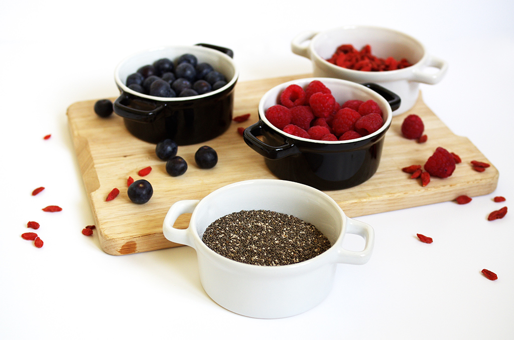 Elizabeth l Chia pudding recipe l chia seeds raspberries blueberries goji berries coconut milk almond milk recette l THEDEETSONE l http://thedeetsone.blogspot.fr