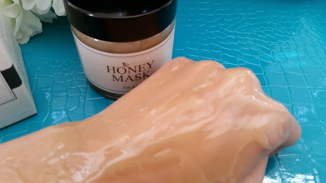 honey mask evens out while on the hand