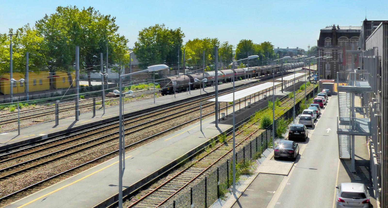 Gare de Tourcoing - Train de marchandises à quai