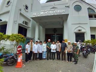 Danramil 03/GP Kompak dengan Tiga Pilar Grogol Petamburan Dampingi Pejabat Polda Metro Jaya Sholat Jum'at Berjamaah