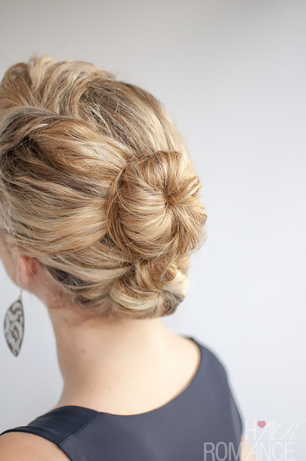 46 Bun Hairstyles For Curly Hair Hairstylo
