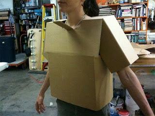 Hacer disfraz  con cartón reciclado