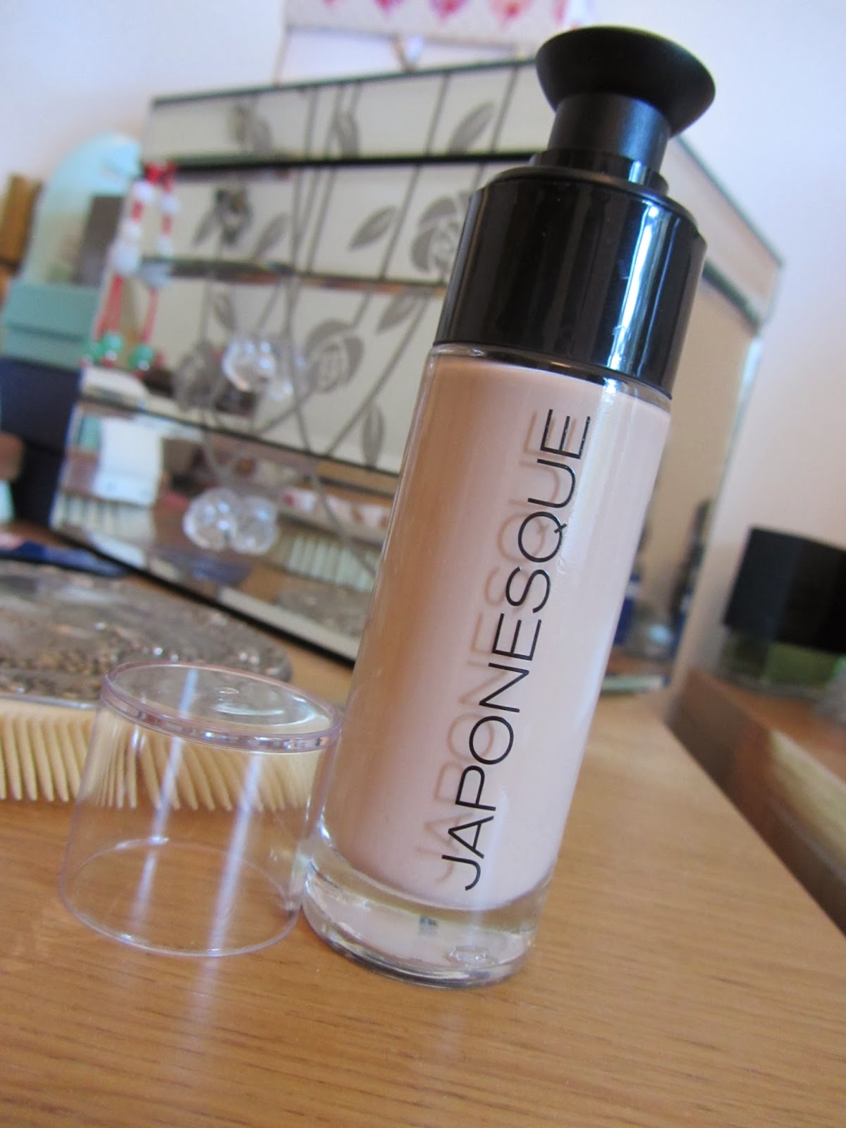 What Laura Loves Today Japonesque Luminous Foundation Review