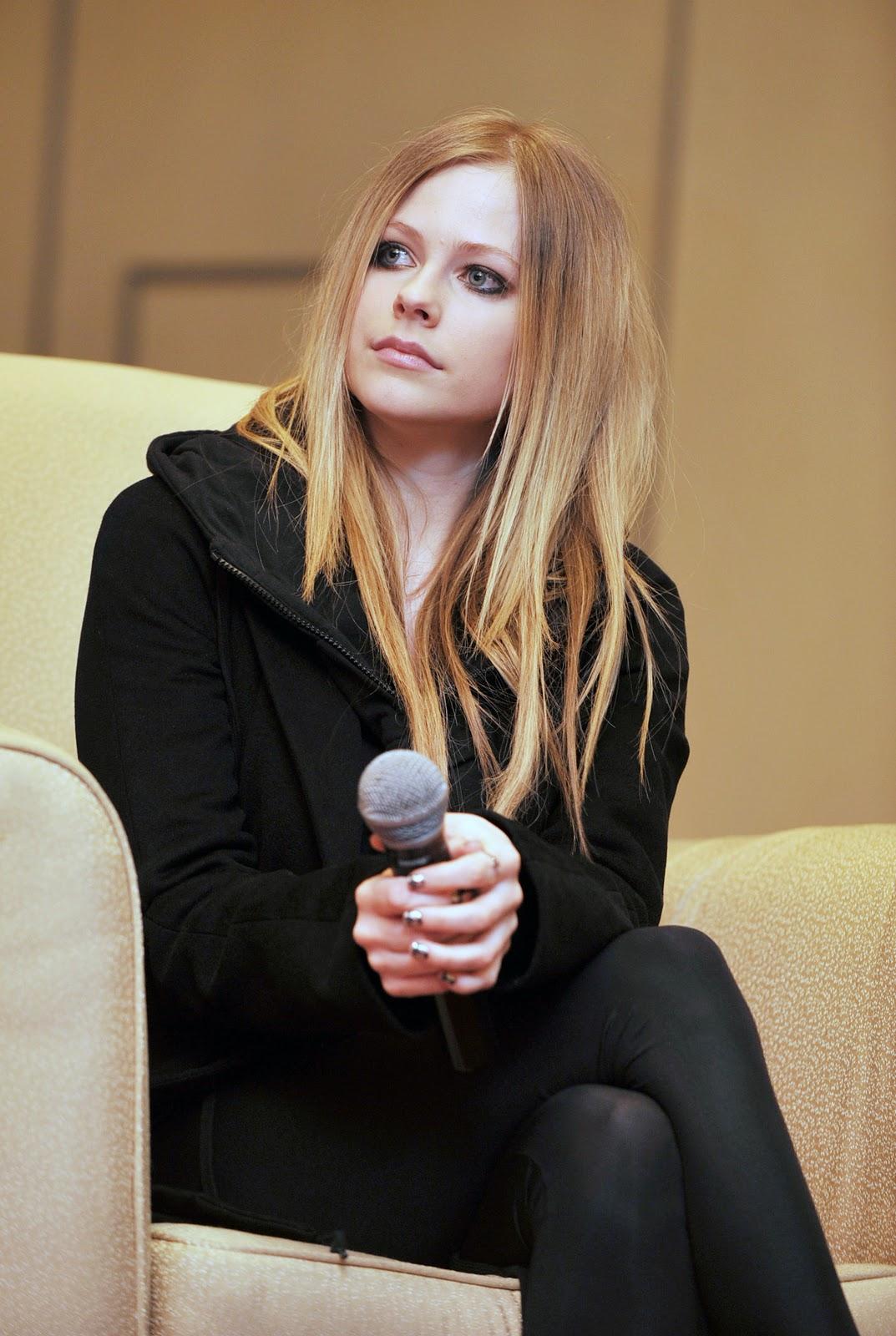 New China Girl Wallpaper Avril Lavigne In China Sweet Pics