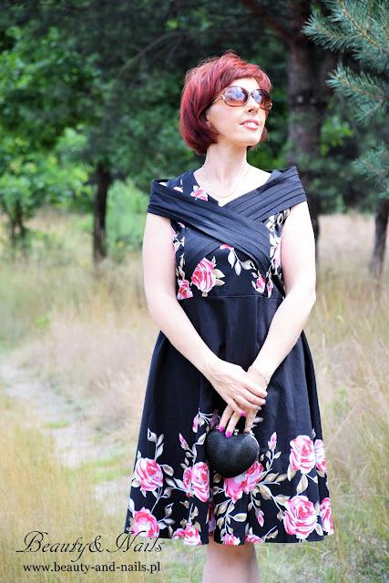 ROSEGAL - czarna sukienka w róże.