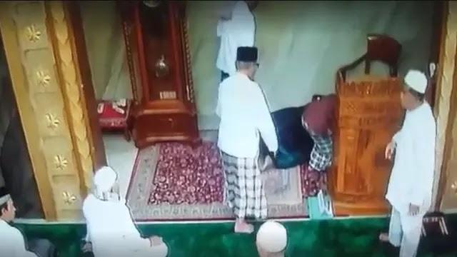 Semoga Khusnul Khatimah! Kejutkan Jama'ah Jum'at, Khatib Ini Wafat Saat Berikan Khutbah
