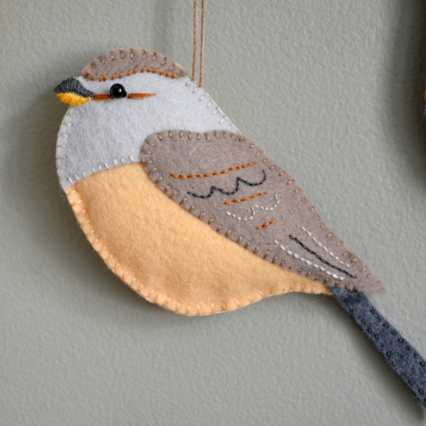 cozy birdhouse | felt birds