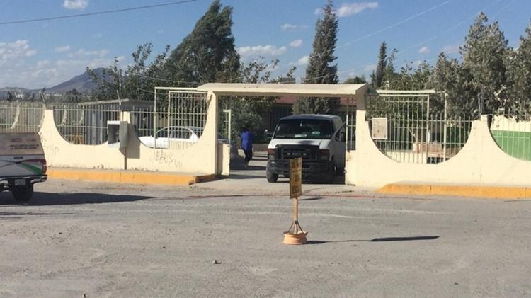 Sicarios ejecutan a narcomenudista dentro de primaria mientras alumnos practicaban Educación Física